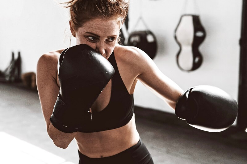 Private coaching vs group classes: Which boxing session is right for you?